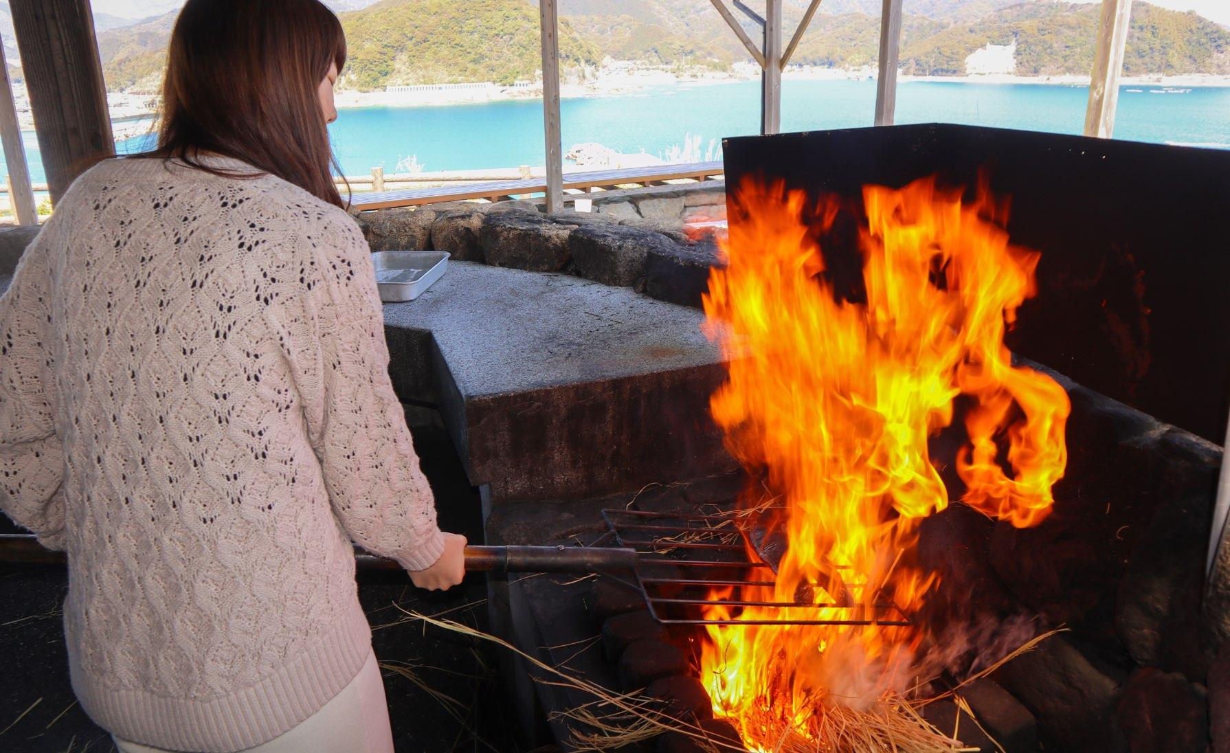 製作鰹魚半敲燒