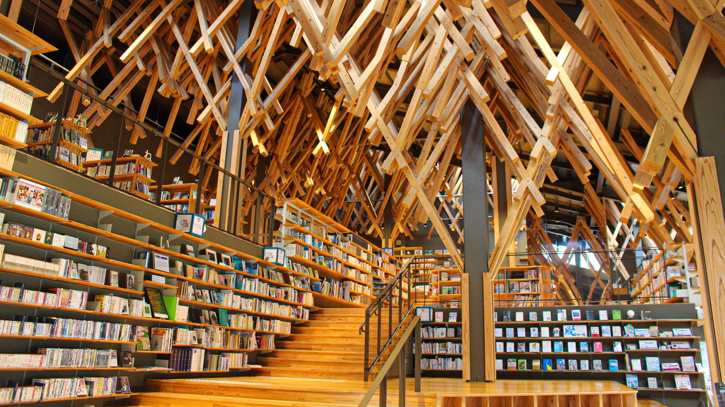 梼原産の木材を活かした学びと憩いの場「梼原町立図書館(雲の上の図書館)」