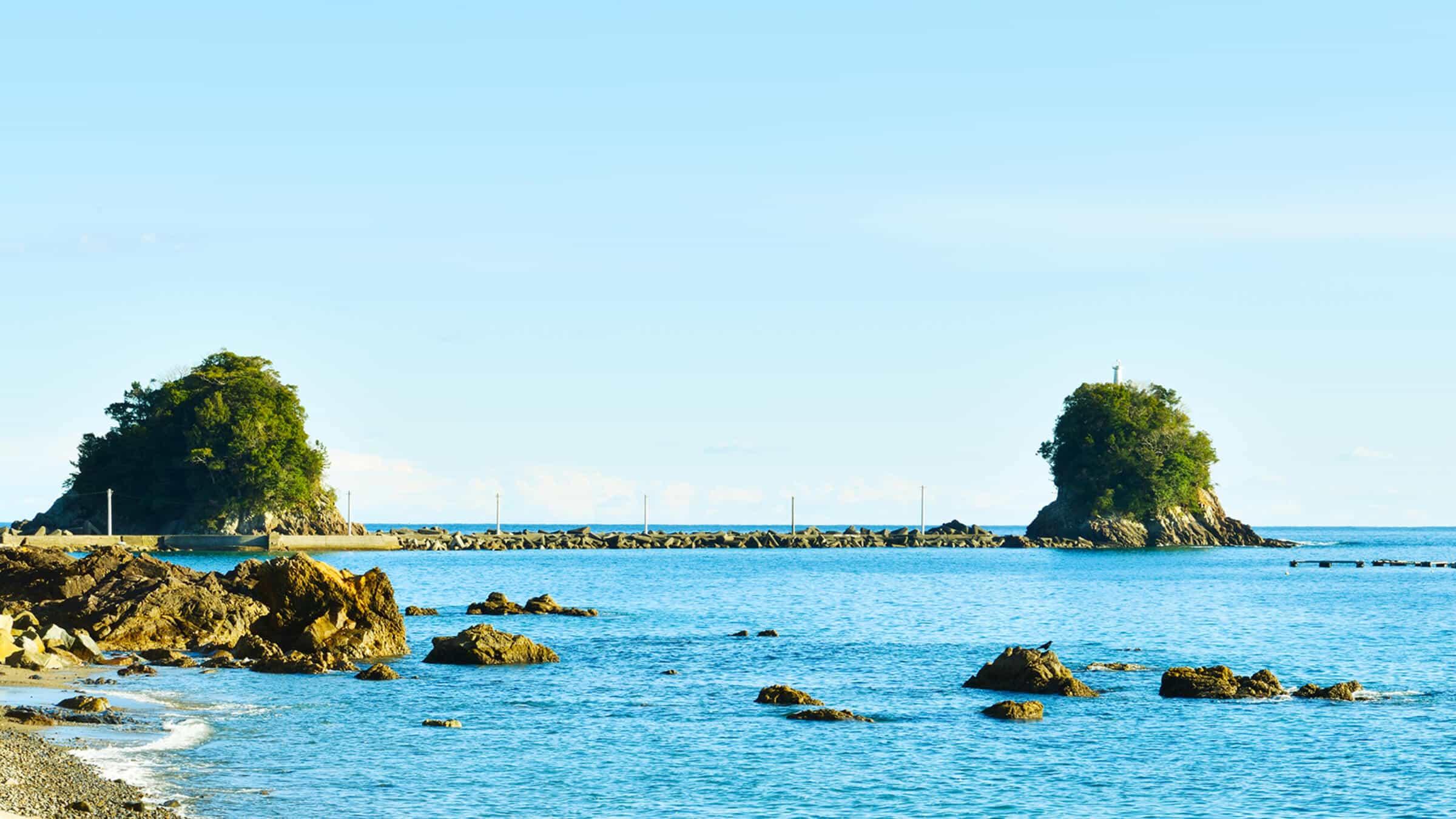 久礼湾に浮かぶ鬼が運んだ伝説の島「双名島」