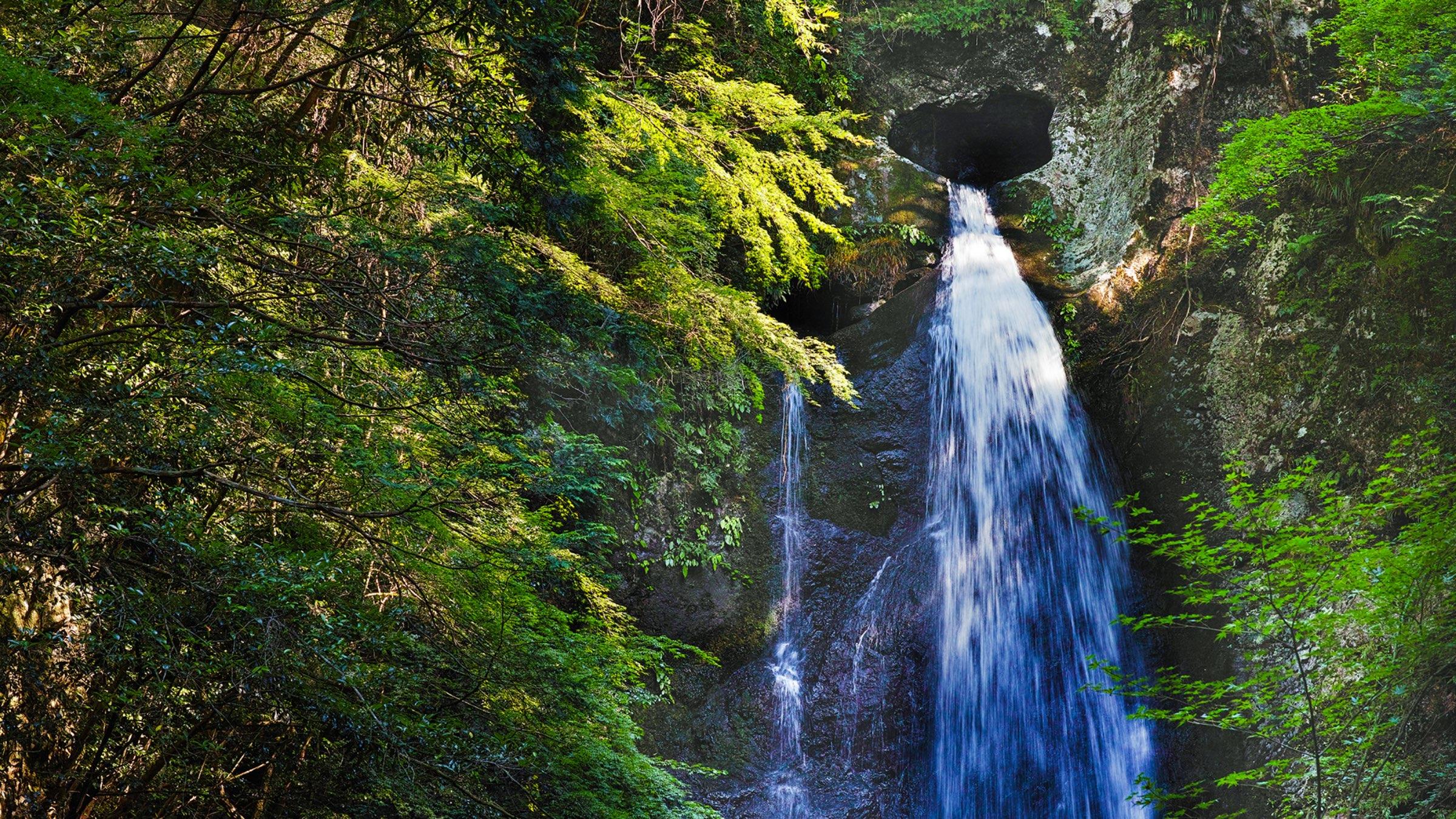 風景画の中に迷い込む。恋愛成就のハートの滝「長沢の滝」